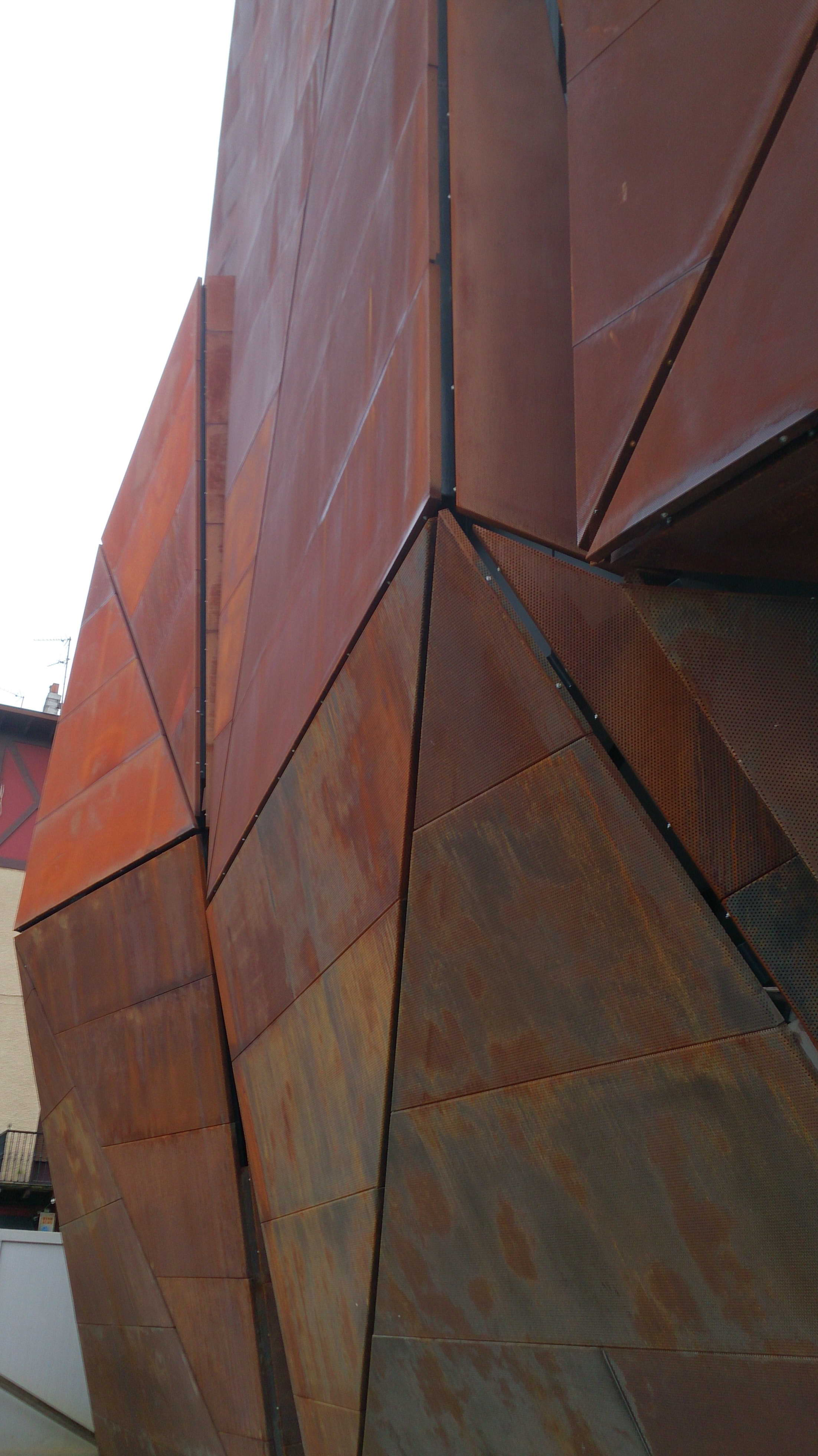 Detalle fachada Romo kultur Etxea